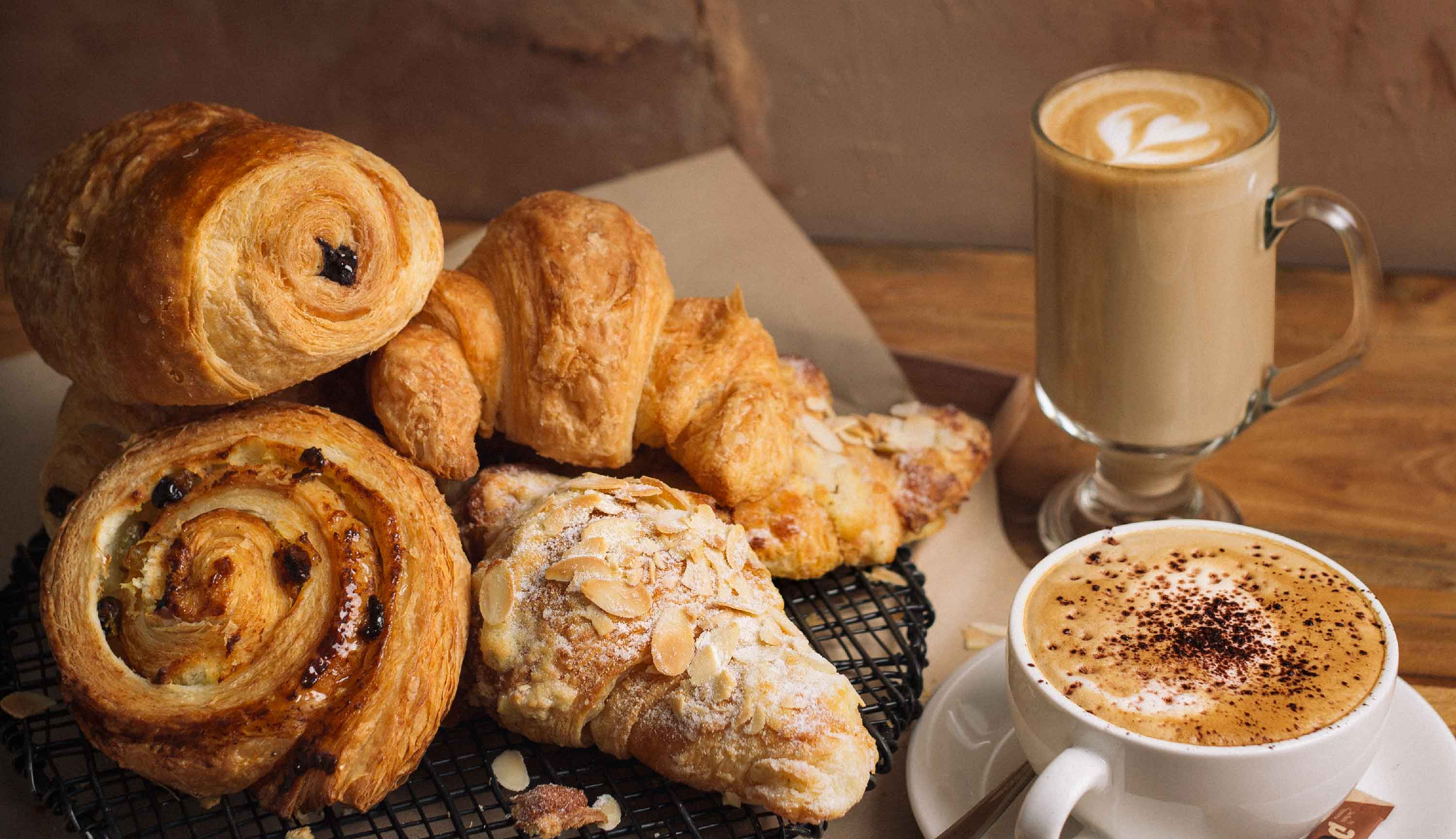 Hidangan Khas Dapaolo - Fresh Pastries with Italian Coffee