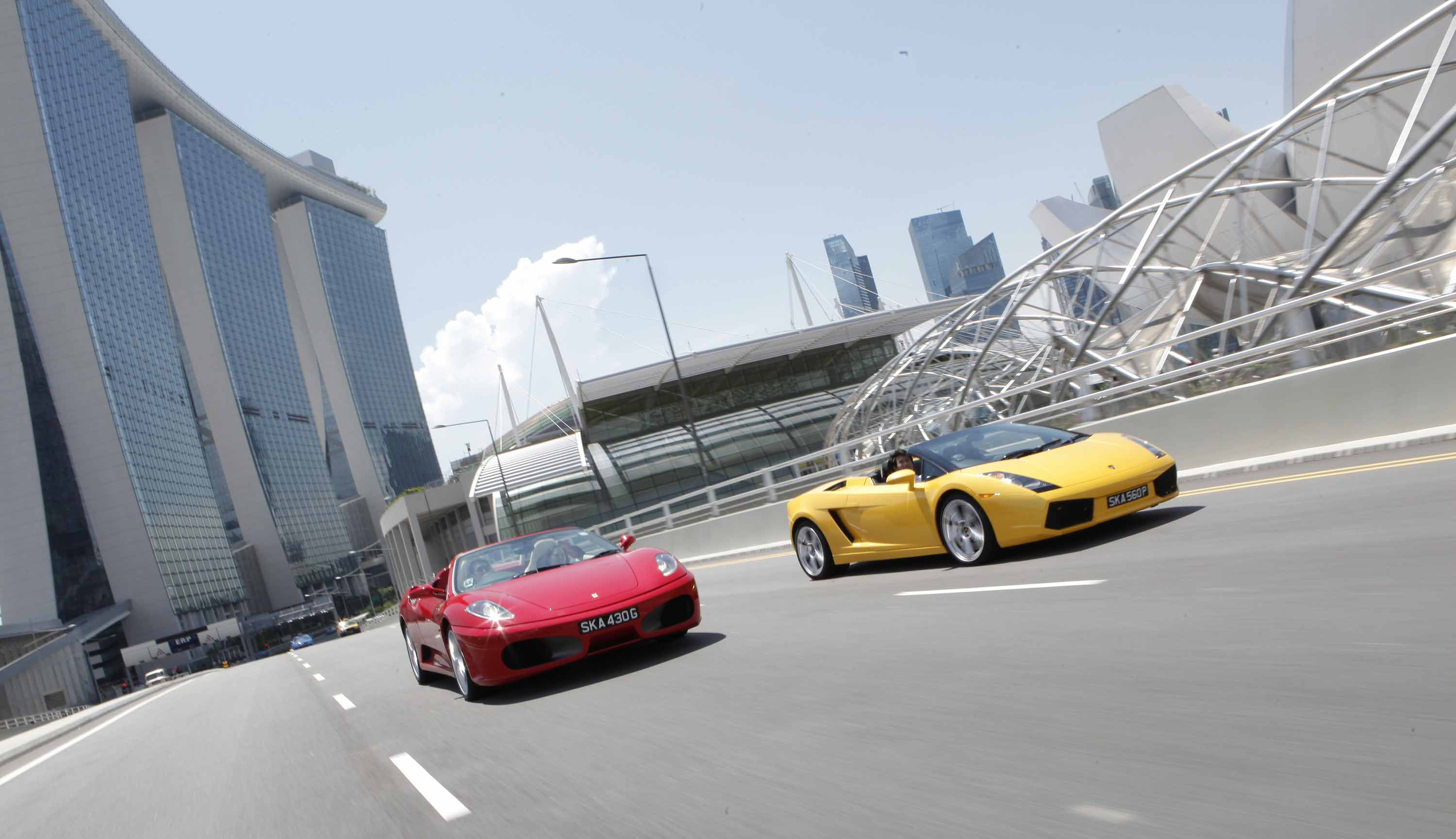 Ultimate Drive's Ferrari and Lamborghini leaving for a journey from Marina Bay Sands